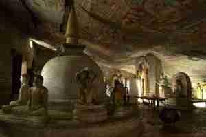 interior cueva de Dambulla