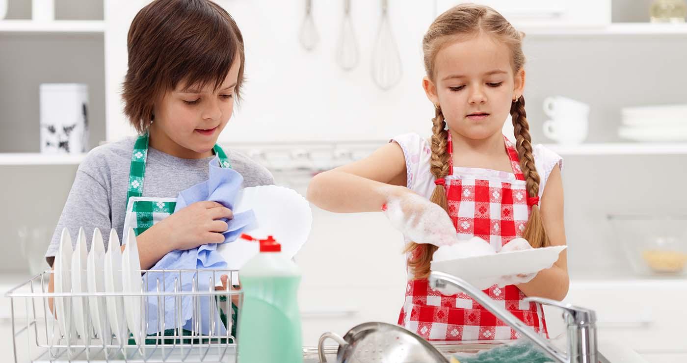 Οι δουλειές του σπιτιού κάνουν τα παιδιά επιτυχημένα και ευτυχισμένα – Thisisus.gr