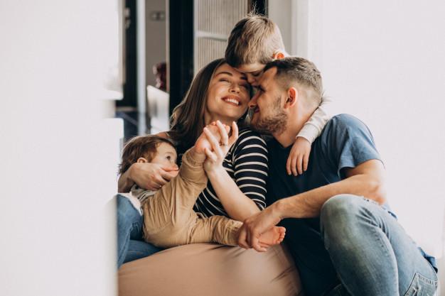 Οι οικογενειακές χαρές αντίδοτο στην κάθε κρίση – Thisisus.gr