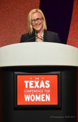 Patricia Arquette speaking at luncheon--Photography by Melissa Fontenette-Mitchell North Star Photography