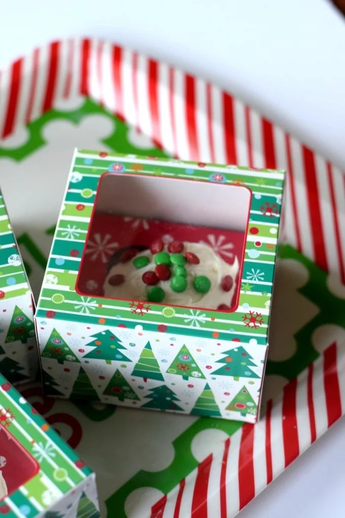 Christmas Treats to Deliver to Your Neighbors: Holiday Cupcakes by This Little Home of Mine