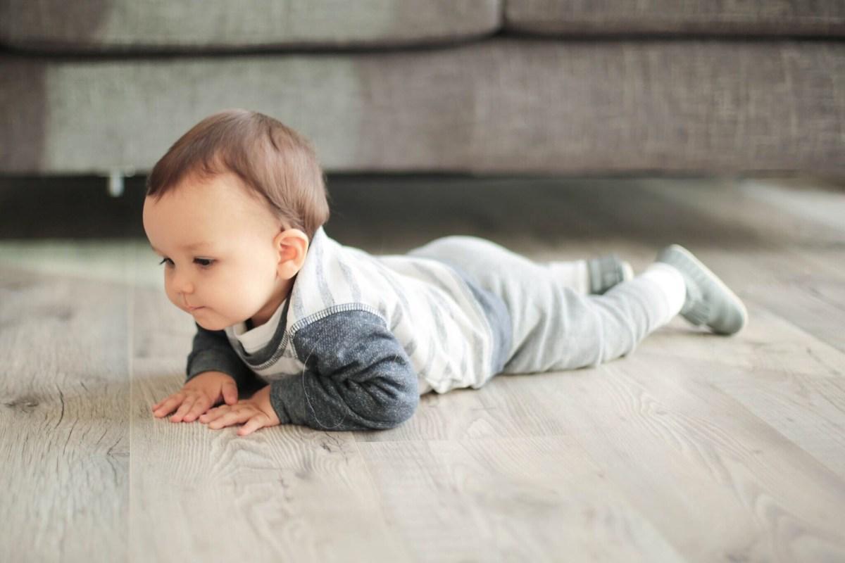 crawling 10 months