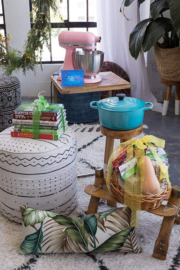 Friends Who Fête Bridal Shower Giveaway || Enter to win over $1000 worth of prizes from some of our favorite brands! || @thismessisours @melissasproduce @kitchenaid @lecreuset @thehuntedfox #FriendsWhoFete