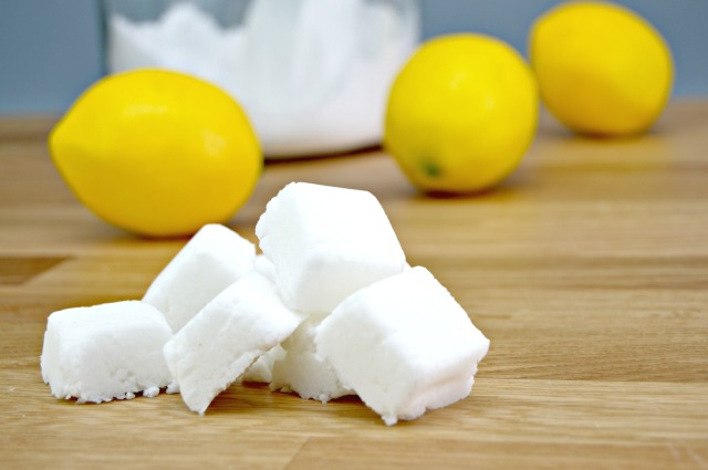Baking soda is such an amazing, all natural way to clean your house! With these cleaning DIYs, your house will sparkle for days!