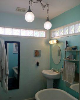 817 N 9th Ave Bathroom