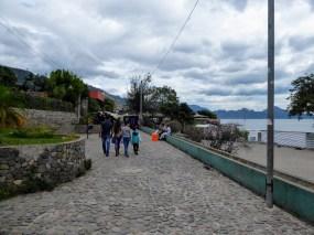 Walk along the lakeside in Pana