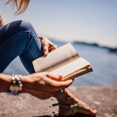 12 Ways To Actually Get Paid To Read Books – Bookworms Rejoice!