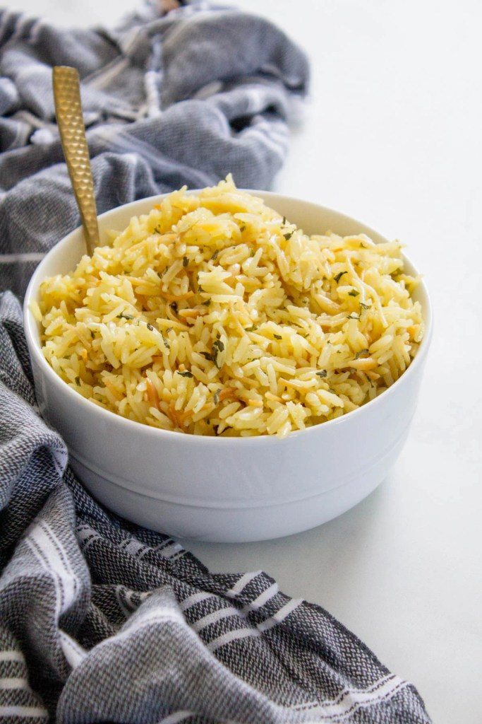 This Vegan Rice-a-Roni recipe tastes like the real deal, but is made with 100% vegan ingredients and zero preservatives. The perfect vegan side dish   ThisSavoryVegan.com #thissavoryvegan #ricearoni #copycat