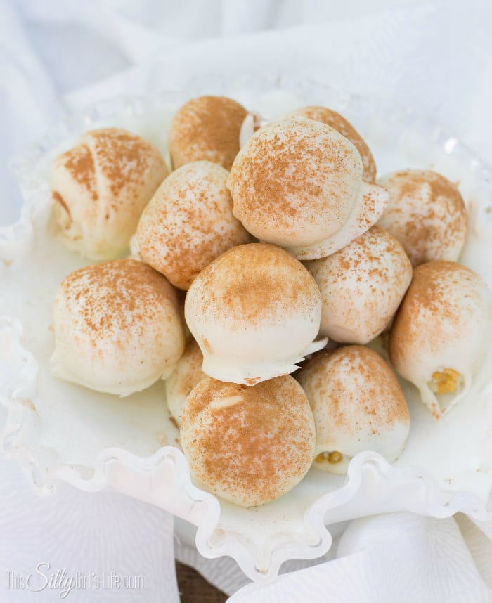 Tiramisu Cake Balls, the same flavors of traditional tiramisu, in bite sized candies! - ThisSillyGirlsLife.com #Tiramisu #CakeBalls