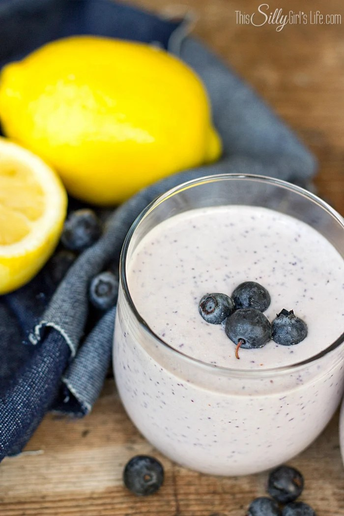 Lemon Blueberry Smoothie, fresh lemon and blueberries are mixed with cottage cheese for a protein packed breakfast! - ThisSillyGirlsLife.com #superdupersweeps #thesuperfoodgenerator #theoriginalsuperfood #friendshipdairies #spon #lemonblueberry #smoothie