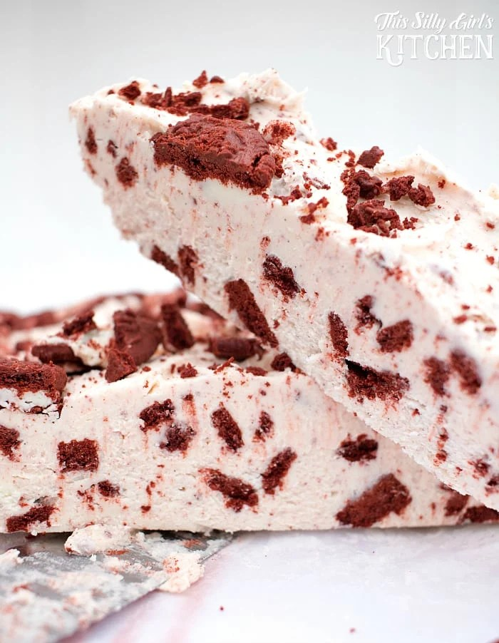 Red Velvet Oreo Fudge, easy, delicious. addictive, only 5 ingredients.... yeah you probably shouldn't make this one! ;) from ThisSillyGirlsLife.com #RedVelvet #OreoFudge