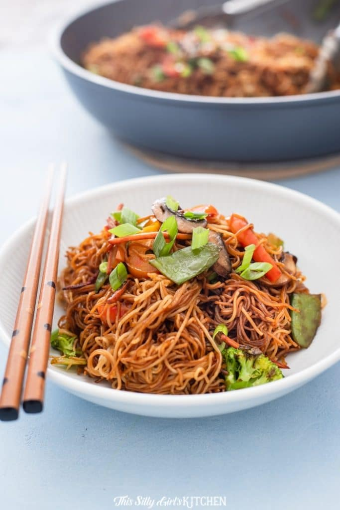 Vegetable Lo Mein is a classic take out dish that can easily be made at home! #recipe from thissillygirlskitchen.com #lomein #takeout #betterthantakeout #vegetablelomein #Chinesefood #Chinesetakeout