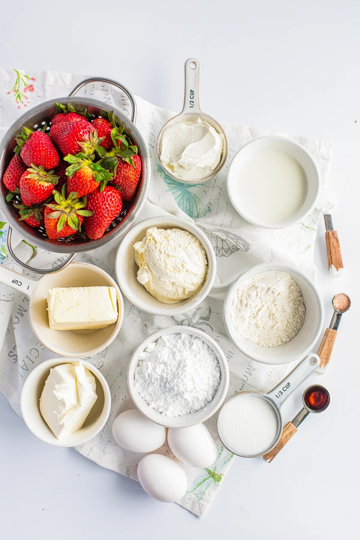 Ingredients needed to make a Cheesecake Cake