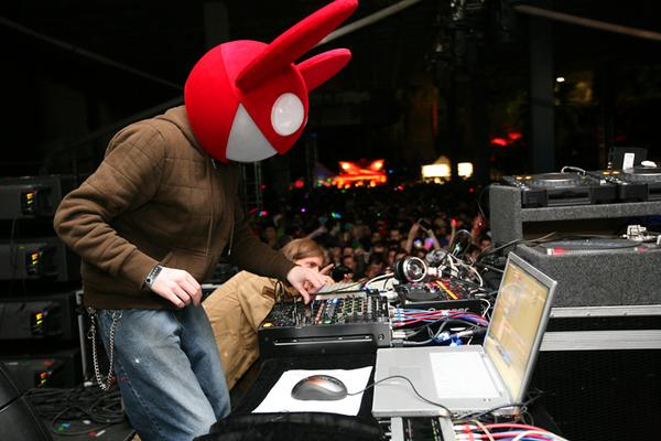 Deadmau5 - Raise Your Weapon (Dubstep?!): MUST HEAR BANGER