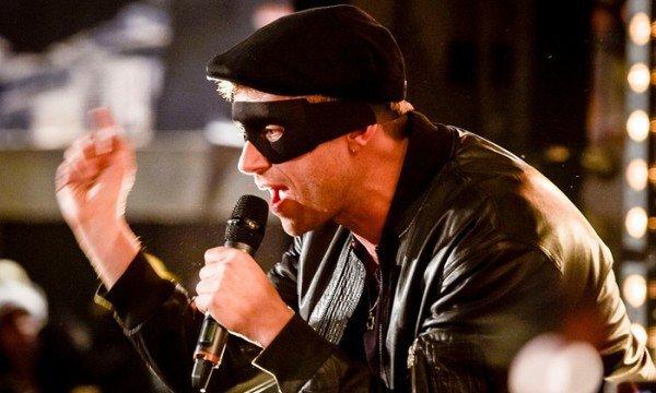 "Gorillaz Founder Damon Albarn & De La Soul Peform ""Feel Good Inc."" Live At Banksy's Dismaland"