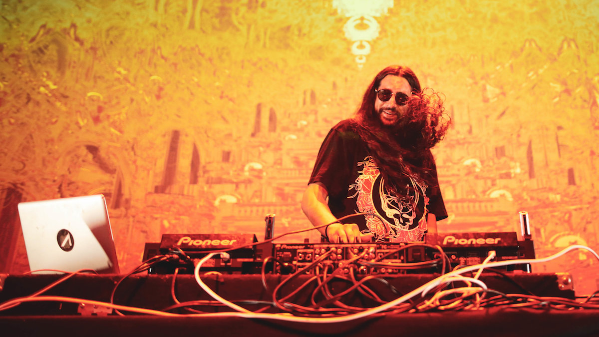 """Listen To Space Jesus Drop Unreleased Bombs In New """"Moon Dot Mix 00"""" - This Song Is Sick"""