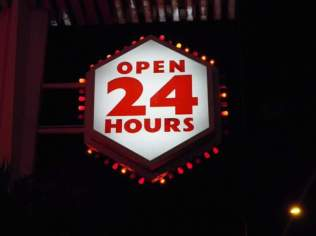mels-diner-at-night