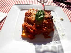 Lasagne lunch at Neopoletanos near the Pantheon Rome