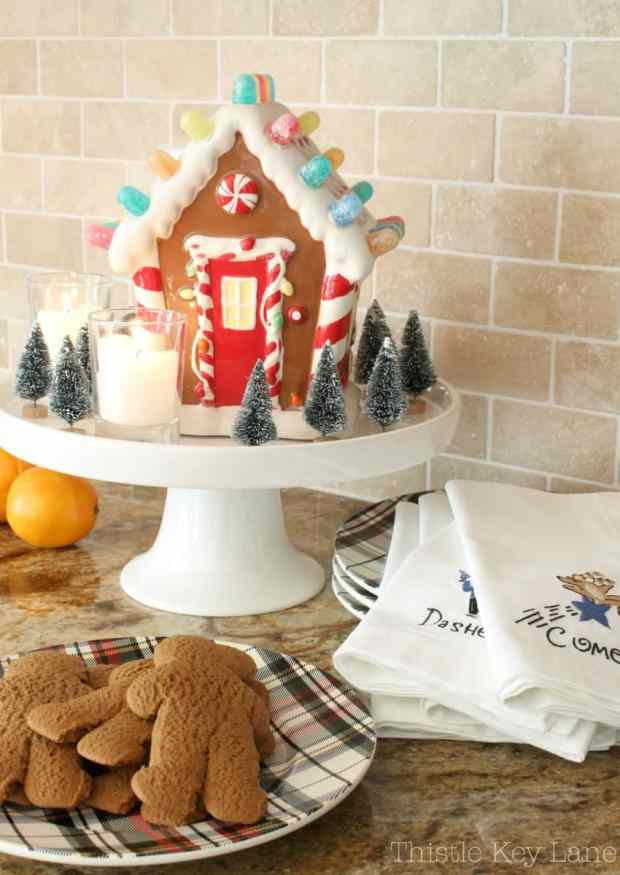 Don't forget plaid plates for the gingerbread men.