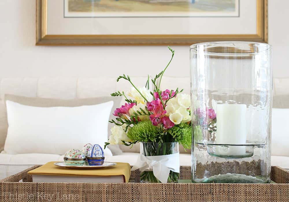 The neutral space shows off beautiful spring flowers.