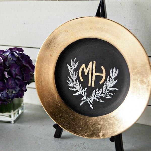 Gold leaf on a plate rim. Beautiful!.