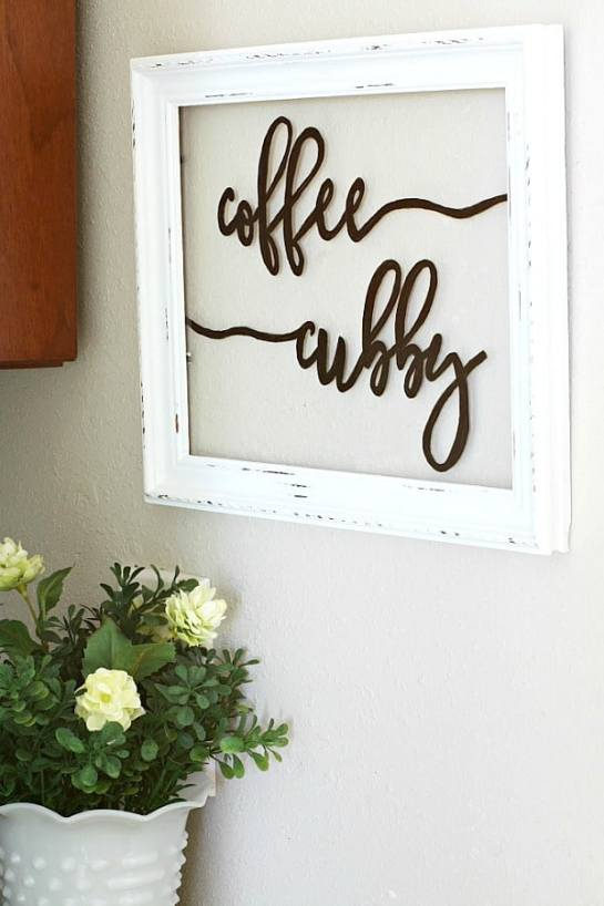 How to make a window sign by My Wee Abode.