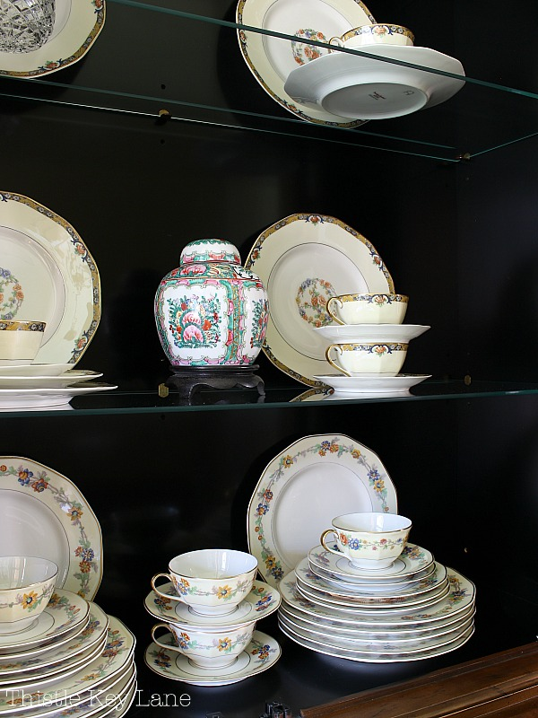 Pretty mix of china to fill up the china cabinet. #chinacabinet #chinacabinetstyle #frenchcountrychinacabinet
