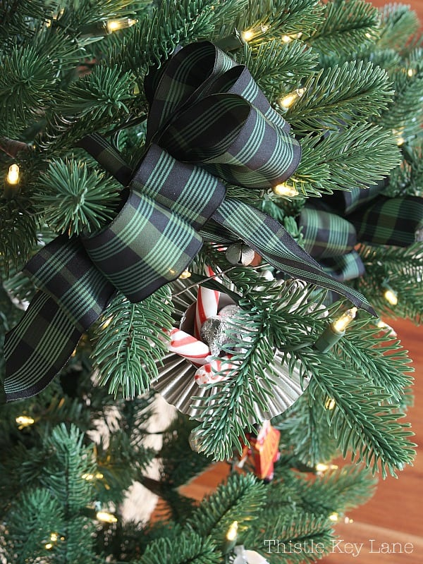 Green and black plaid bow on the Christmas tree.