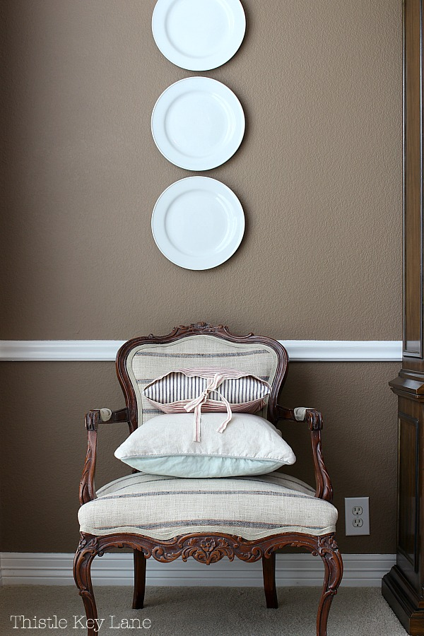 Decorate with plates to fill a space.