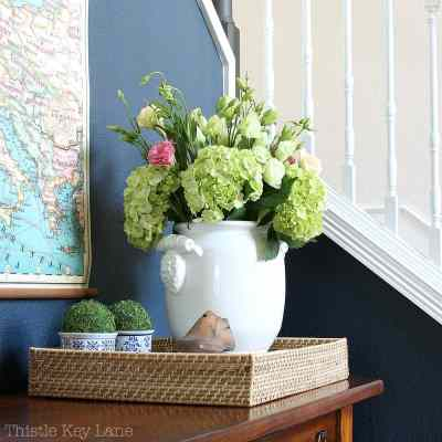 How To Style An Entry Table Tray