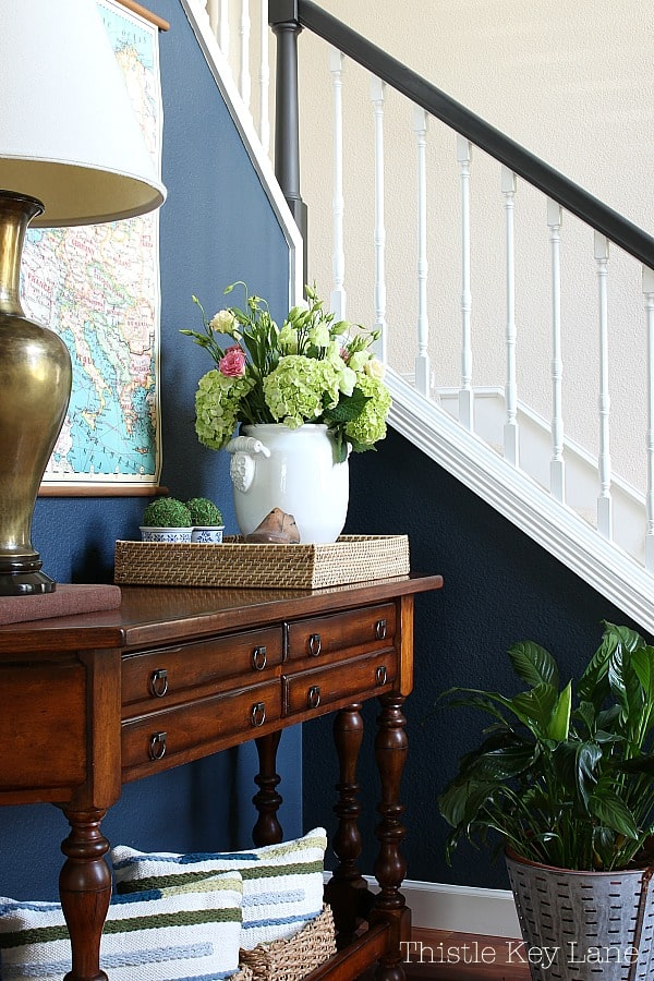 How to style an entry table tray with flowers.