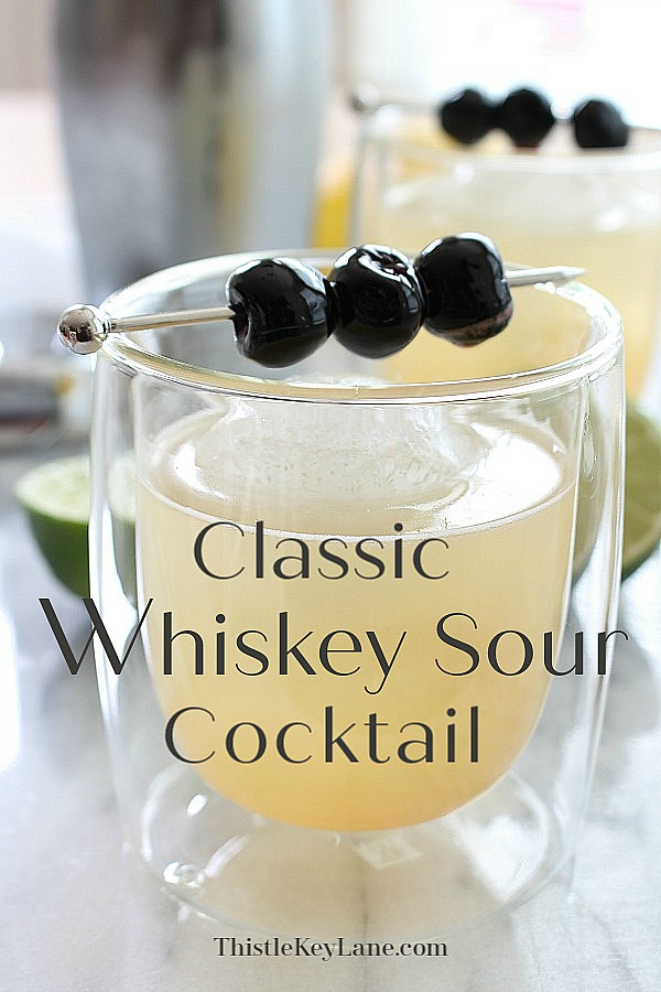 Classic whiskey sour cocktail recipe.
