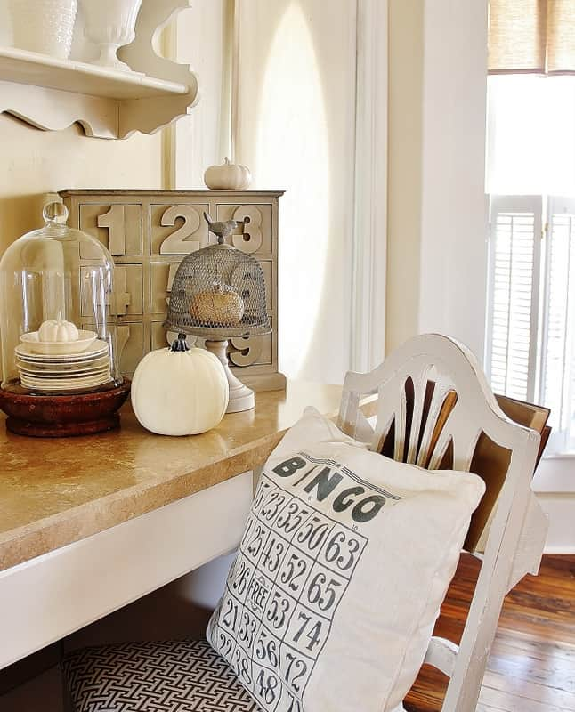 fall-decorating-ideas-for-the-kitchen-chair