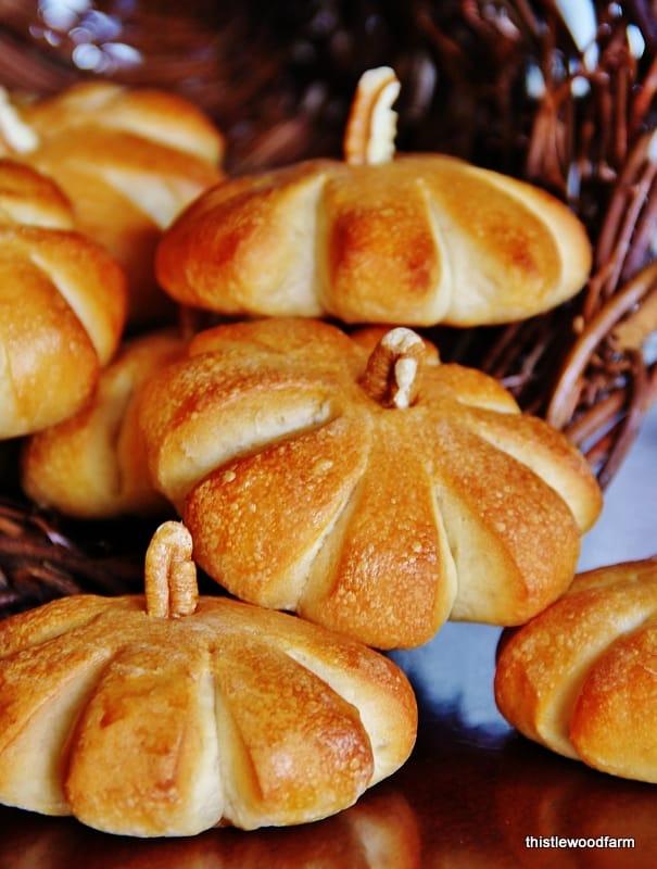 how-to-make-a-pumpkin-roll-pecan-stem