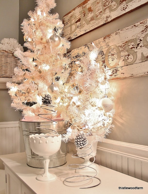 Guest Bathroom Christmas Decorating