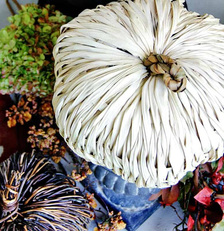 These budget friendly decorating ideas for fall are festive and cute.