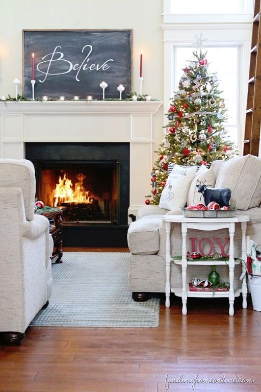 finding-home-Christmas-tour-living-room