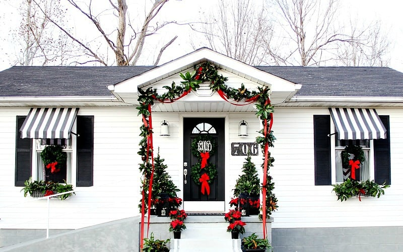how-to-decorate-a-front-door-for-Christmas