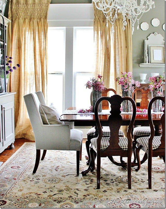 wood-stick-vase-dining-room