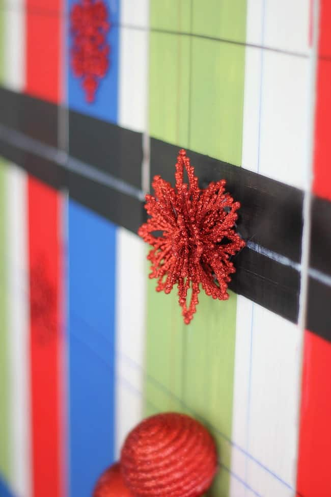 red-snowflake-topper