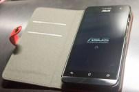 ZenFone5 A500KL ブックカバー・レザーケースを装着。
