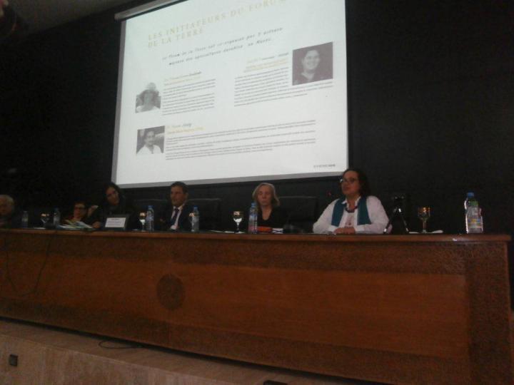 Forum de la Terre Séance plénière avec Fettouma Djerrari en modératrice Intervention de Aicha Krombi, pour présenter Terre et Humanisme Maroc 12 nov 2016, Université Cadi Ayyad - Marrakech