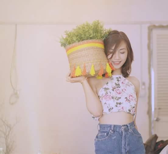 Em là cô gái bán rau xanh