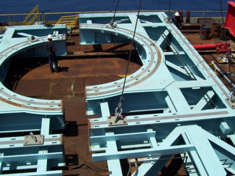 PlatformHillhouse_0006_Hillhouse Ponybase Offload II 012 1