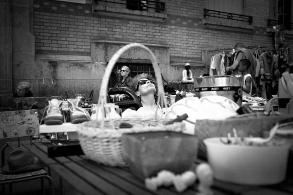 De passage au vide grenier à Paris 14eme,ce panier m'offre un cadre à portraits. Photo réalisée avec un canon 6D 35mm - f/5 - 1/50