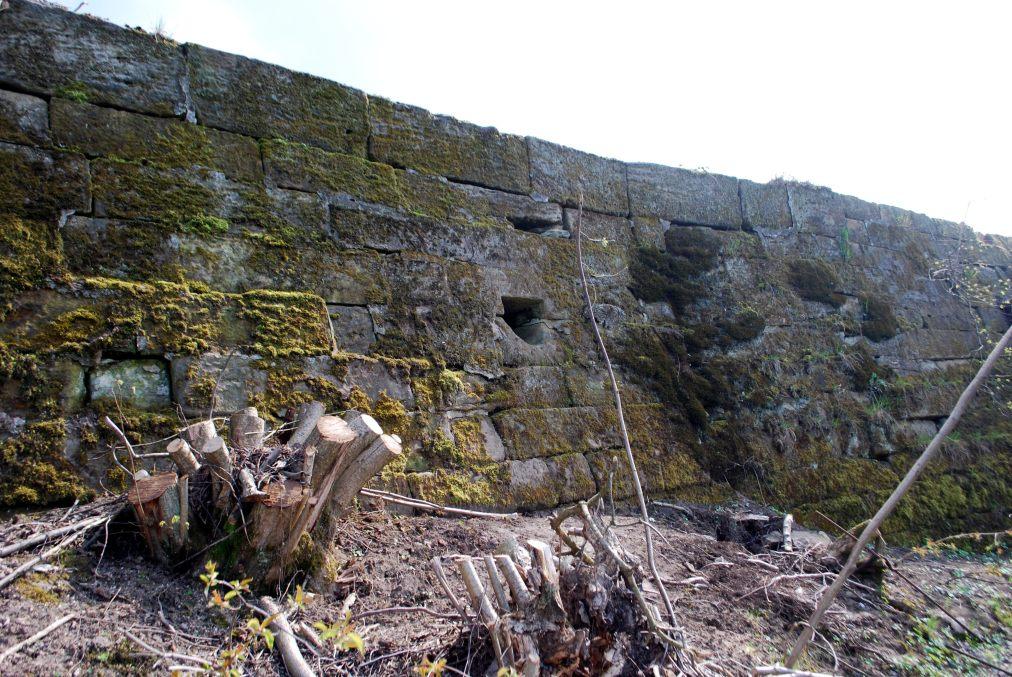 Südlicher Teil der Bamberger Mauer, Ausschnitt mit Wasserauslauföffnung