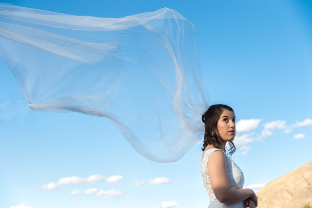ana-wedding-veil-flies-in-the-wind-before-she-gets-married
