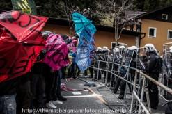 Demonstranten versuchten die Polizeiketten zu durchbrechen.