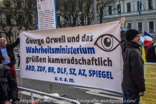 Gegenproteste zum AFD Prteitag - 30.04.201 (4 von 12)