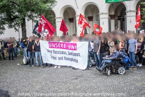 """Etwa 250 Menschen demonstrierten gegen die AFD nahe Uni Gruppe """"Kampus Alternative"""""""
